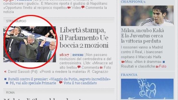 speroni fa il gesto dell'ombrello al parlamento europeo