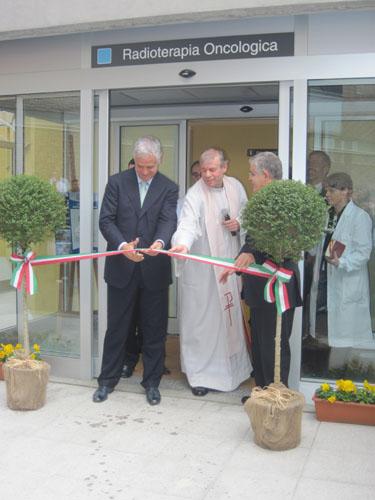 Roberto Formigoni, taglio del nastro Radioterapia a Saronno