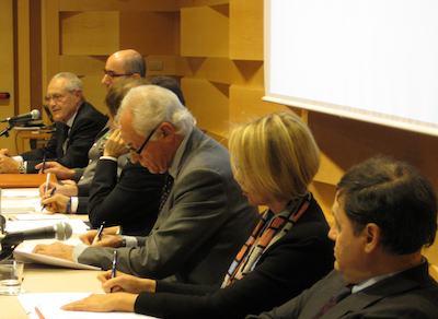 Il tavolo dei relatori al convegno sul segreto bancario e lo scudo fiscale. Agostino Abate è il primo a destra