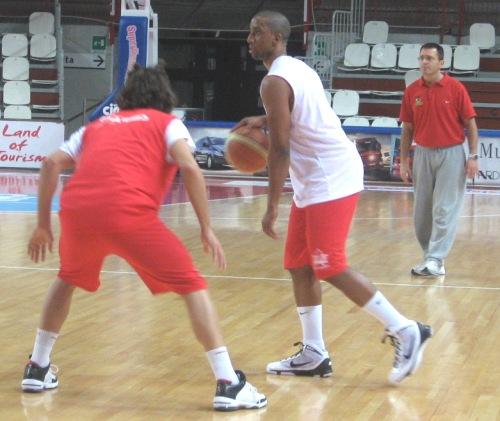 jr reynolds cimberio basket