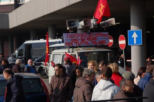 protesta lavoratori alfa romeo arese occupano autostrada