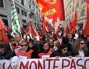 Ex Eutelia, i lavoratori assediano Gianni Letta