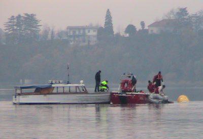 Recupero dell'elicottero caduto nel lago