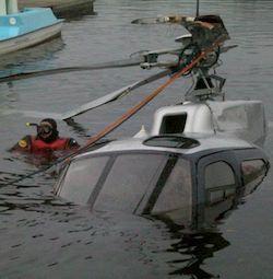 recuperato l'elicottero caduto nel lago di Varese
