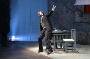 """Sebastiano Lo Monaco presenta  """"Il berretto a sonagli"""" al Teatro Apollonio"""