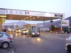 compensazione comuni confine 56 milioni dalla Svizzera all'Italia