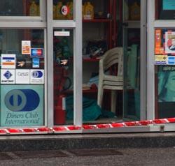 Omicidio durante una tentata rapina a Gorla Minore, ucciso il benzinaio