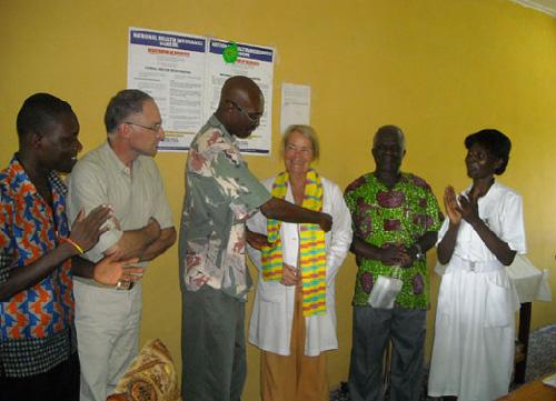 Lo staff dell'ambulatorio gestito dall'Associazione Amicus onlus in Ghana