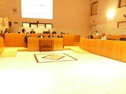 Banchi dell'opposizione vuoti in consiglio comunale