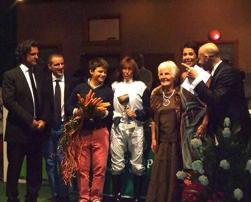 Un bouquet di carote per il cavallo premiato da Nonna Olga