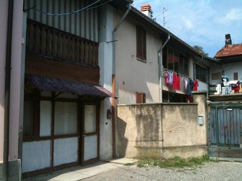 doppio suicidio Tradate, Varese, casa di Via Lodula