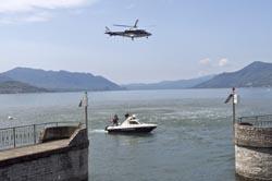 Due mezzi della polizia nautica in perlustrazione nelle acque del Maggiore