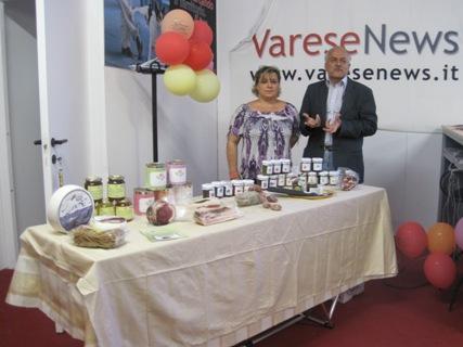 Graziella Volta e Giuseppe Marzagalli allo stand di VareseNews