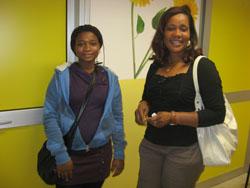 Sylvie con la figlia in attesa del colloquio con l'orientatrice