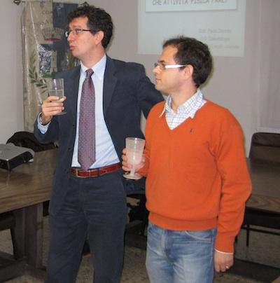 William Malnati, presidente di Aspem e Alessandro Boriani assessore a Luvinate bevono l'acqua di rubinetto