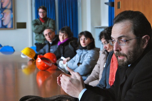 Il professore Marco Cosentino parla con il rettore Renzo Dionigi