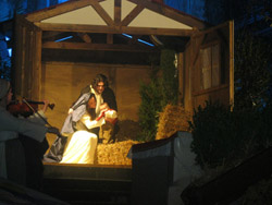 Il presepe dei varesini torna sul sagrato di san Vittore
