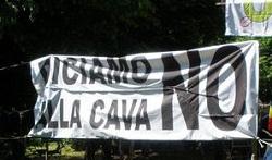 Varese, rubato lo striscione contro la cava