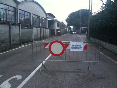 Tradate, via Sabotino chiusa al traffico