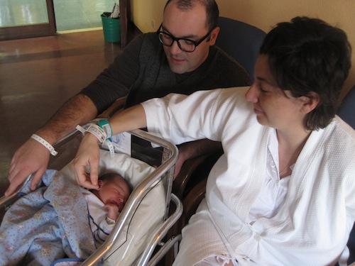 Tobia Ragni, ultimo varesino del 2010, con mamma e papà