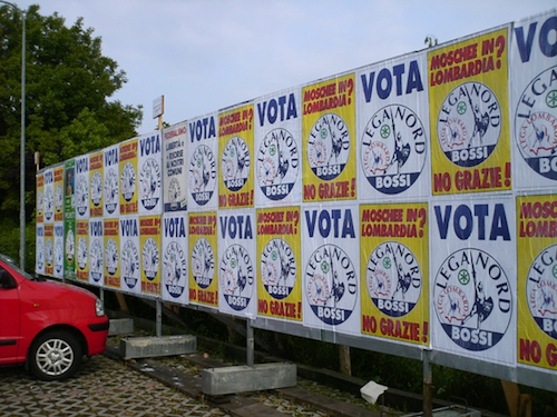 manifesti elettorali occupati dalla lega