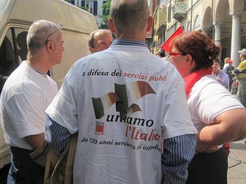 Uno degli slogan della manifestazione della Cgil