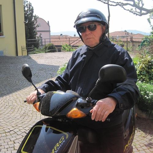 Il parroco di Saltrio, don Giorgio Ponti