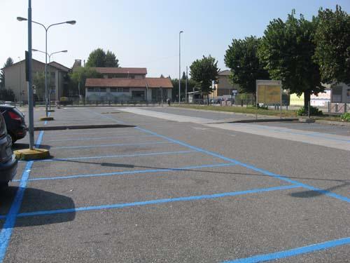 Il parcheggio vuoto dell'Unes a Gavirate