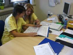 le due infermiere al lavoro all'hospice di Varese