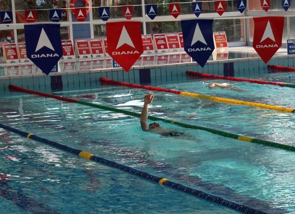 Molestie in piscina denunciato 44enne esibizionista - Zero piscina busto ...