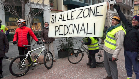 Blitz di Ciclocittà in Piazza Giovine Italia