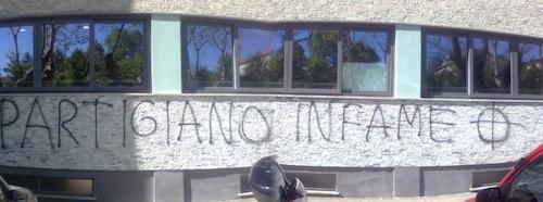 Scritta comparsa sul muro dell'Isis Newton