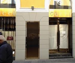 Furto nel negozio di Gucci bottino da 300mila euro