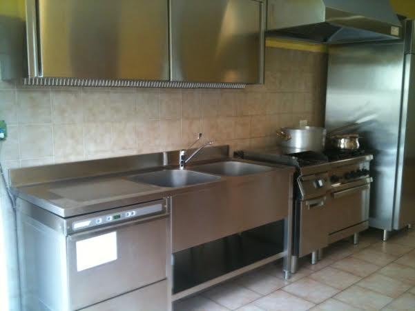 Tutti attorno alla cucina del Villaggio - VareseNews