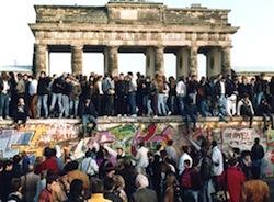 """I giovani del PdL ricordano la caduta del muro di Belino e attaccano: """"scuola influenzata dalle ideologie"""""""