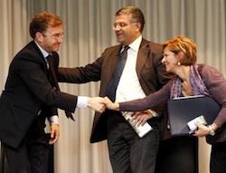 Andrea Pellicini riceve i complimenti di Rosaria Torri e Vincenzo Liardo