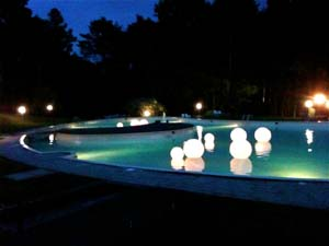 Un party in piscina per sabato sera for Party in piscina