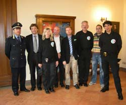 I vigilantes insieme al primo cittadino di Besozzo, Fabio Rizzi