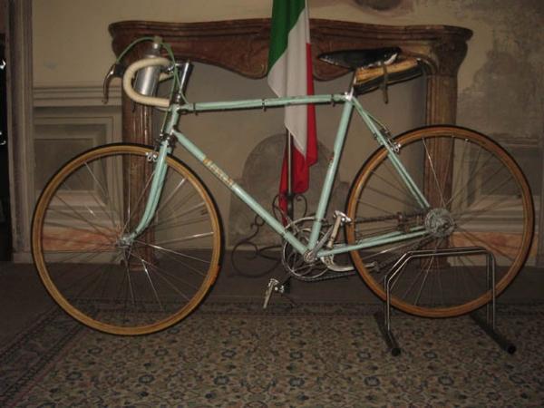 Gioielli Biancocelesti Una Mostra Omaggia Il Mito Della Bici Bianchi